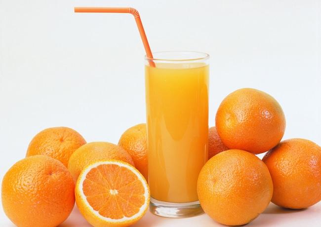 Mocinho ou vilão: Qual o papel do suco de laranja na dieta?